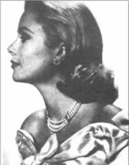 Grace Kelly parée du collier et des boucles d'oreilles en perles et diamants offerts par le prince Rainier en cadeau de mariage (Van Cleef & Arpels). (Archives de l'auteure).