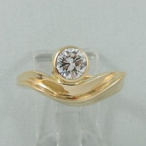 Bague un diamant, 18K jaune, B6867-1