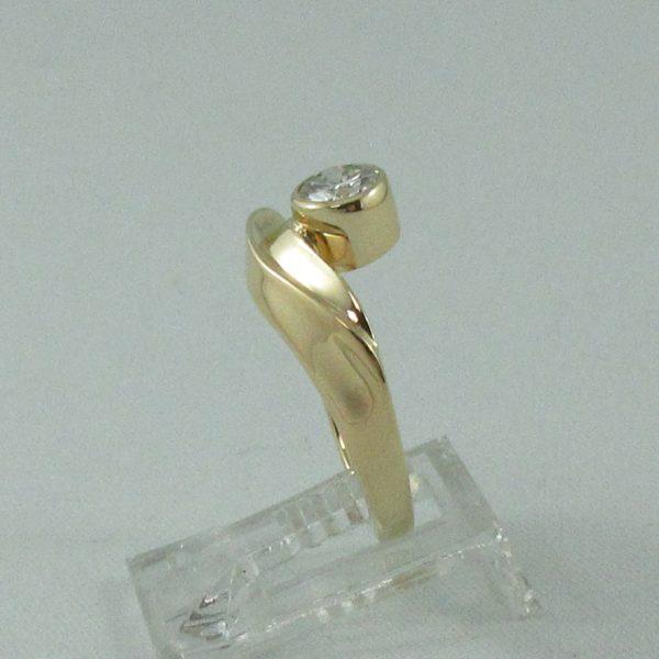 Bague un diamant, 18K jaune, B6867-2